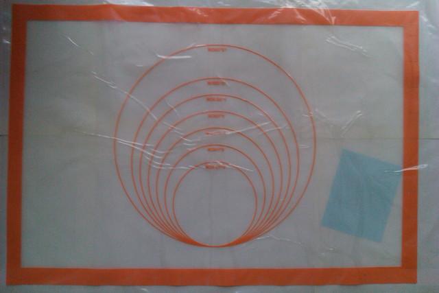 揉麵布  尺寸: 42 X 62  cm  (有棗紅與橘兩色)