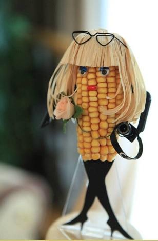 時髦女性 - 玉米雕 + 透明防護罩