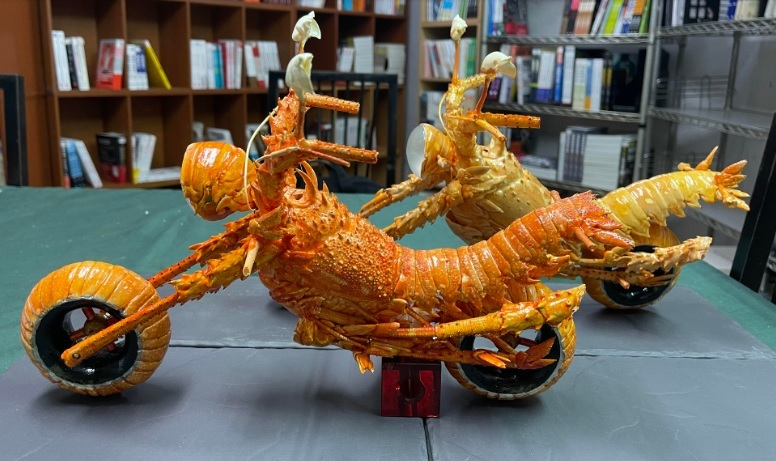 龍蝦甲殼雕-雙重型機車 (含外包裝頭明罩)