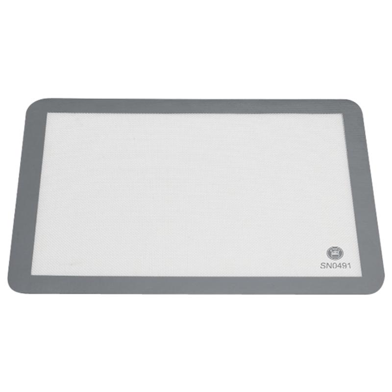 矽膠不沾布 - 白色 / 尺寸: 570 x 370 mm  / 756